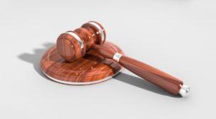 חוקים ומשפט